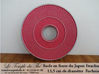 Socle de théière en fonte fuchsia diamètre 13,5 cm. Iwachu