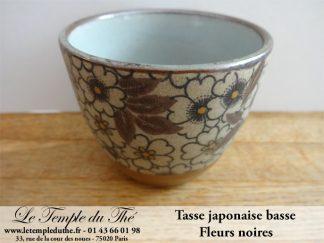 Tasse basse en céramique du Japon modèle fleurs noires 10 cl