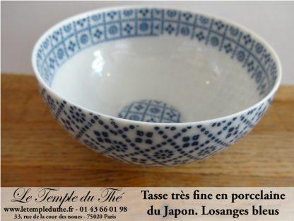 Tasse en porcelaine très fine du Japon modèle losanges bleus