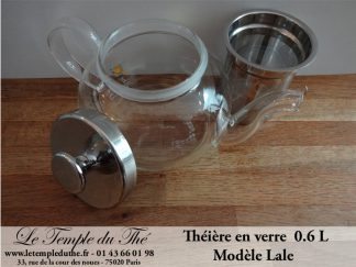THEIERE EN PORCELAINE ET VERRE EN BOUTIQUE à PARIS